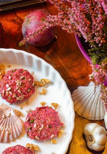 Beetroot burgers with millet