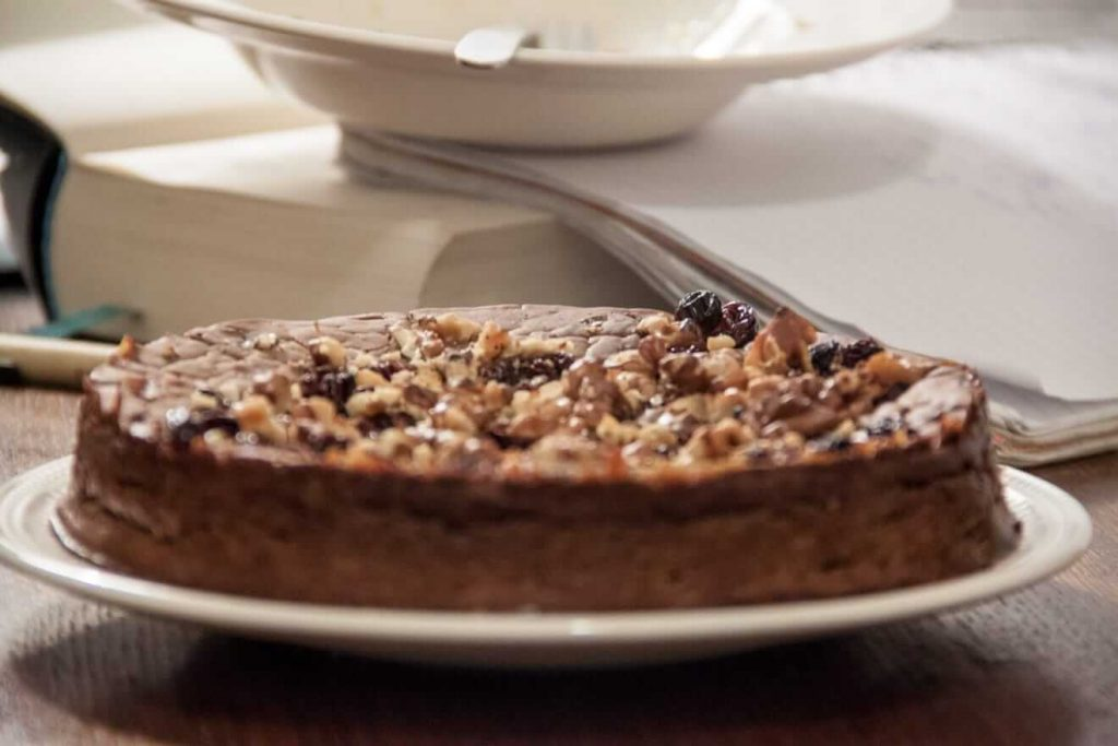 Castagnaccio with cocoa, raisins and walnuts